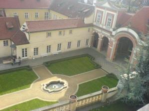 Puvodne jsme chteli Vrtbovskou zahradu, ale je na nas asi moc mala..:( Ledeburská ji ale velmi vyrovnane konkuruje:) takze bude svatba tady:)