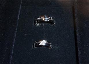 hotové prstýnky od Rydla (nakonec lesklé a můj s 6 brilianty)