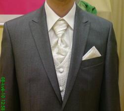vybraný oblek pro ženicha