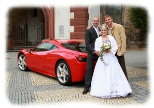 s kamarádem, který vezl ženicha ve Ferrari