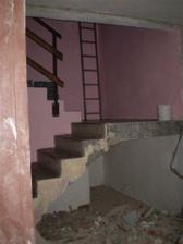 stěna zbourána, teď přijdou na řadu schody..