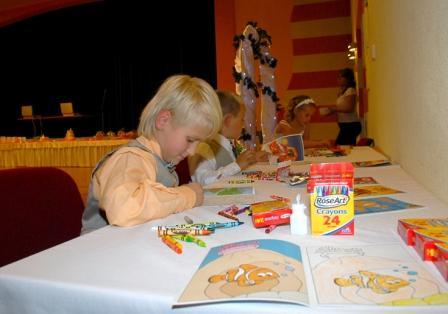 Tatiana (Hudakova){{_AND_}}Nick Egan - deti mali o zabavu postarane