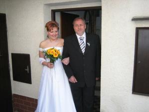 Tatínek vyvádí nevěstu...