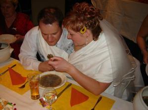Novomanželské krmení... :-)