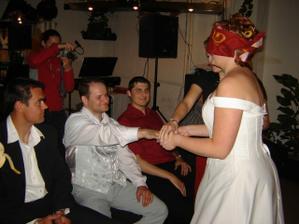 Večerní taškařice odhalila nevěstinu neznalost ženichovy pracovité ruky