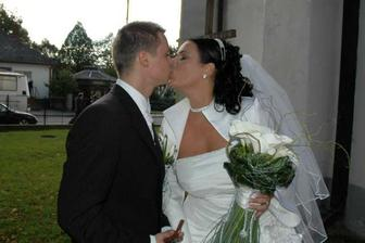 ...prvá novomanželská...