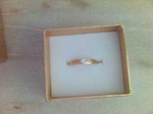 v ní se skrýval zásnubní prstýnek