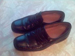 a tohle jsou botky pro ženicha, černá klasika :-)