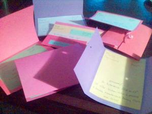 a takhle vypadají všechny návrhy...tři různý typy (kartička, otvírací shora a ze dvou stran), každé v jiné barevné kombinaci a s jiným textem
