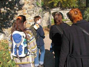 zámecký park, Len, Žirafka, Janka a Adasa, ty úplně malinký postavičky vpravo nahoře je jedna  z asi pěti svateb, který se v tom parku fotily :-)