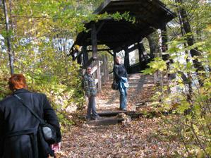 dřevěnej most s Jankou, Len a Adasou :-D