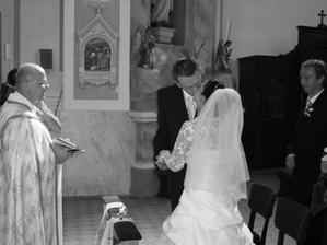 ...prvý manželský bozk...