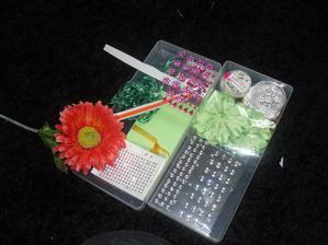 More bits - those green flowers are velvet like