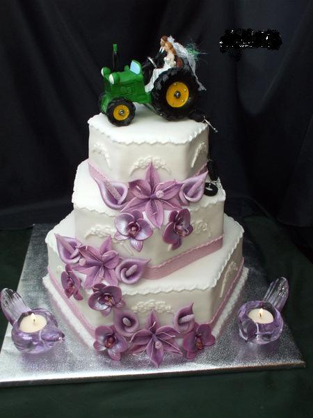 Svet tortičiek :) - tak takúto svadobnú tortu som ešte nevidela..:D