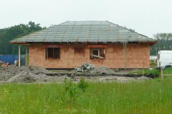 3. 6. 2010 střecha už je pokrytá