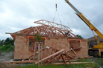 31.5. 2010 přivezli střechu