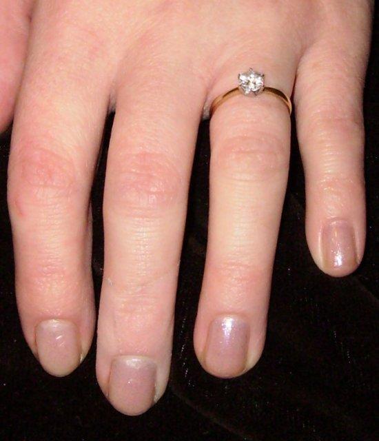 Lydka 22 - a tymto prstienkom ma moj drahy poziadal o ruku