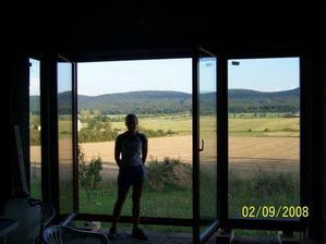 Včera nám namontovali okna a balkonovky. Tady naše úžasná zimní zahrada:-*