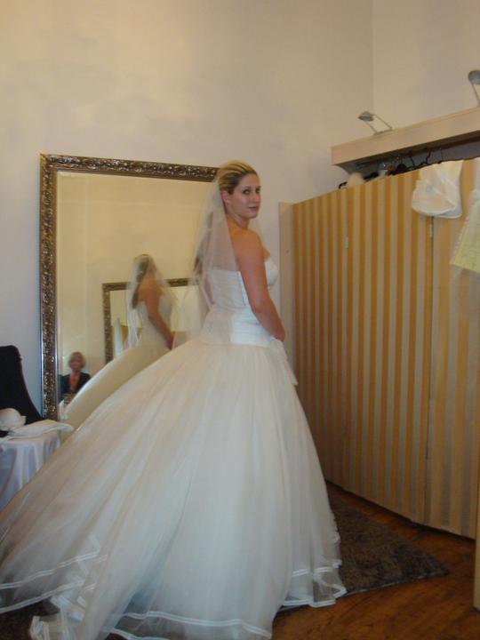 Šaty - zkoušení - ...a zezadu :-)