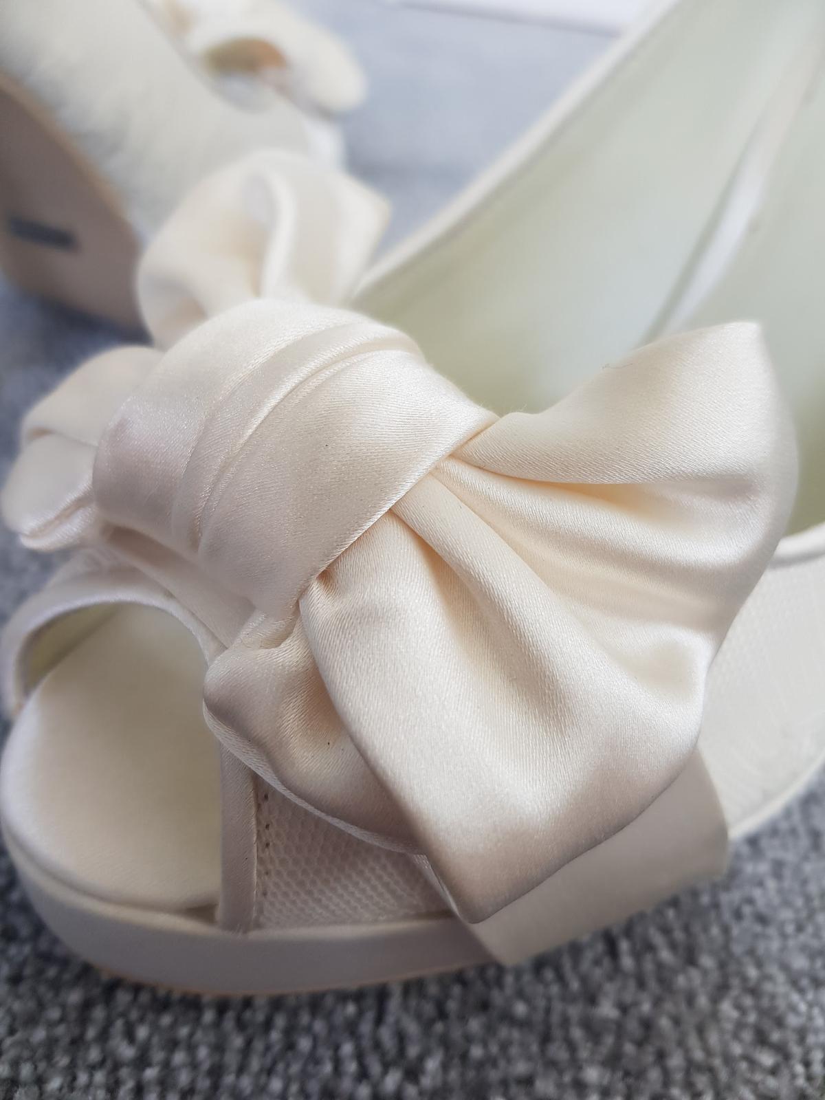 Menbur svatební peep-toe boty - Obrázek č. 3
