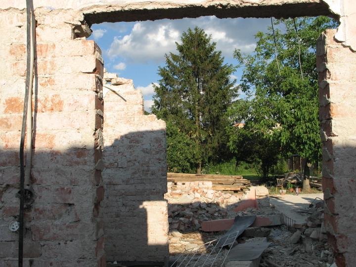 STEP  BY    S  T  E  P - pohlad az z pracovne, ked postavime dom, tak z pracovne sa budem pozerat na chodbu