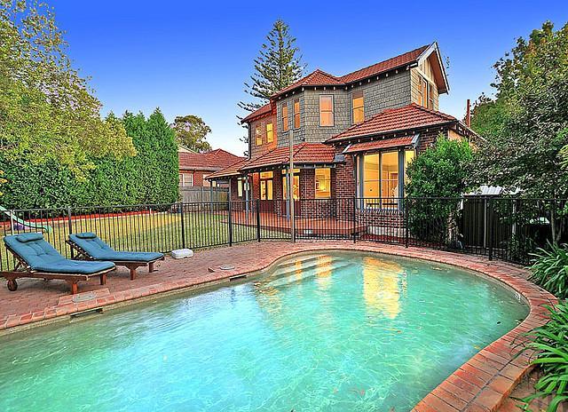 Dom s bazenom, alebo bazen s domom? - Obrázok č. 1