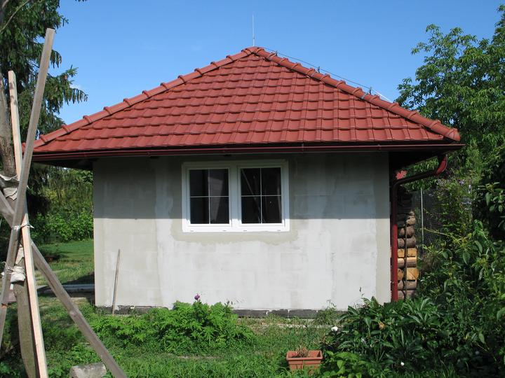 STEP  BY    S  T  E  P - nove okna na zahradnom domceku, stavat domcek este raz tak urobim stlpik medzi oknami - ale co uz