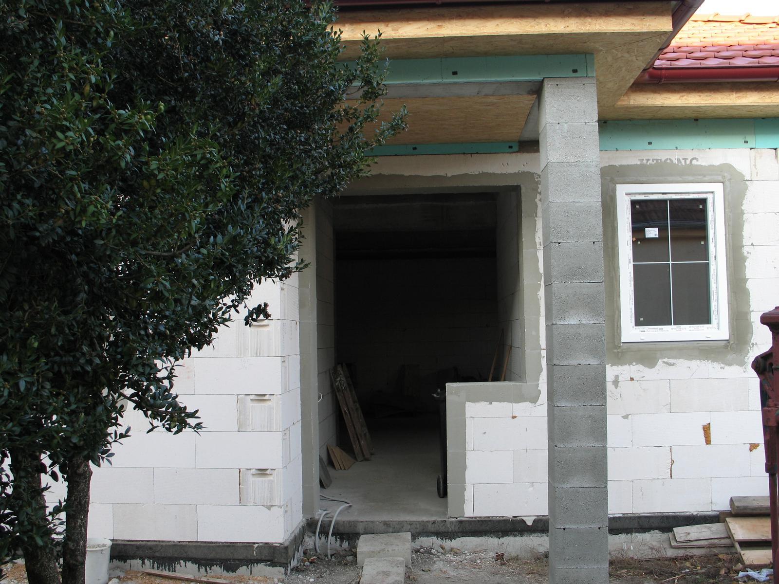 STEP  BY    S  T  E  P - a uz sa rysuju aj okna na dome