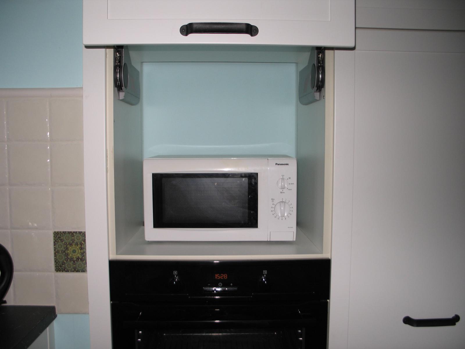 "My Kitchen Possible - ""vstavana mikrovlnka"""