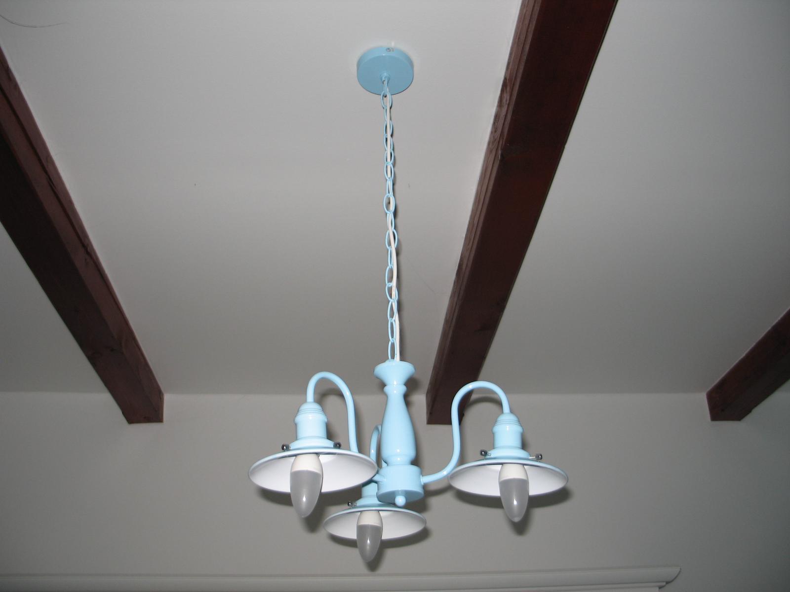 STEP  BY    S  T  E  P - a v kuchyni, len este treba vymenit ziarovky za mensie a nahodit bulby
