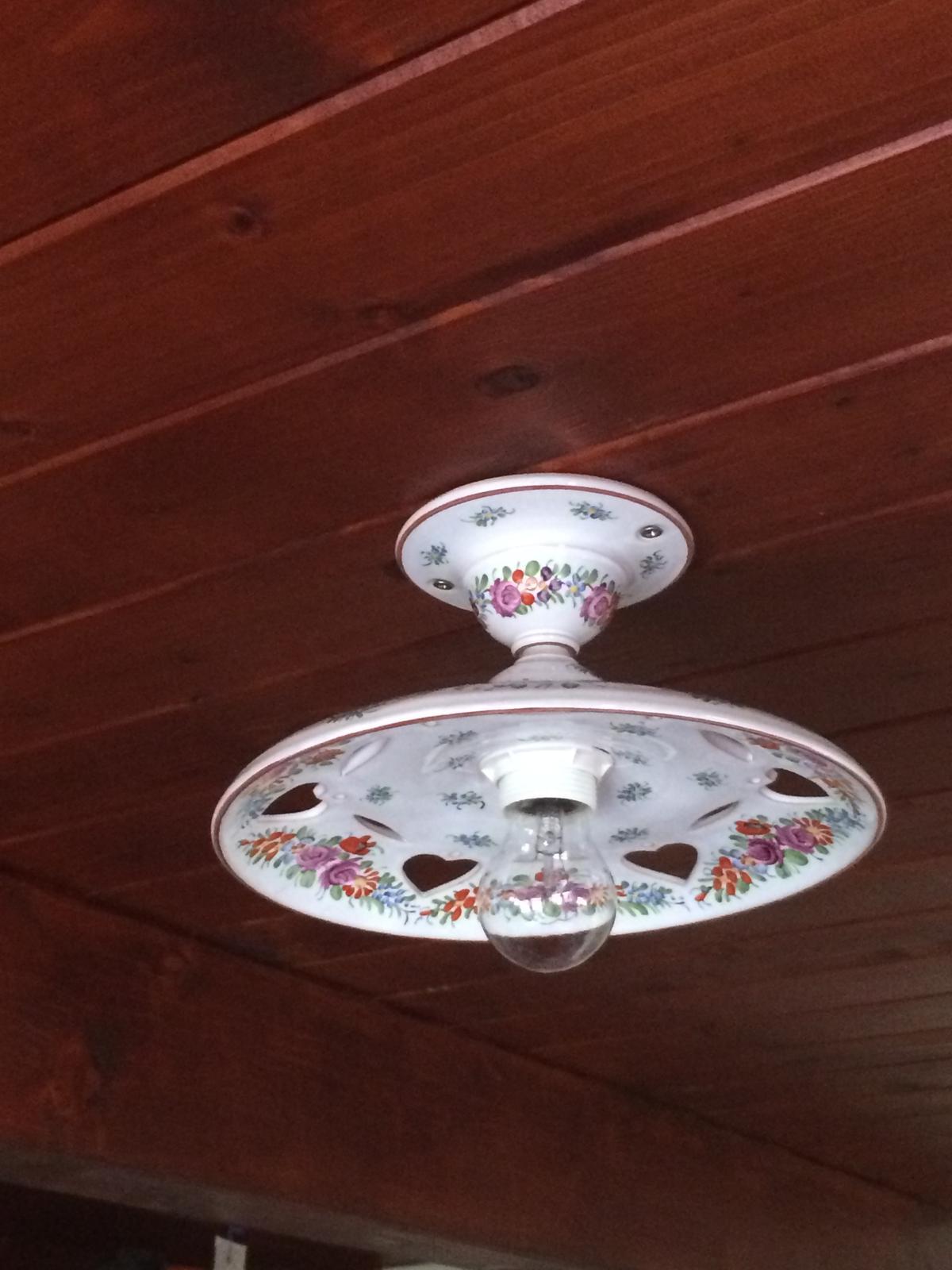 STEP  BY    S  T  E  P - Aj záhradný domček má nové svetla, vymeniť žiarovky a hotovo.