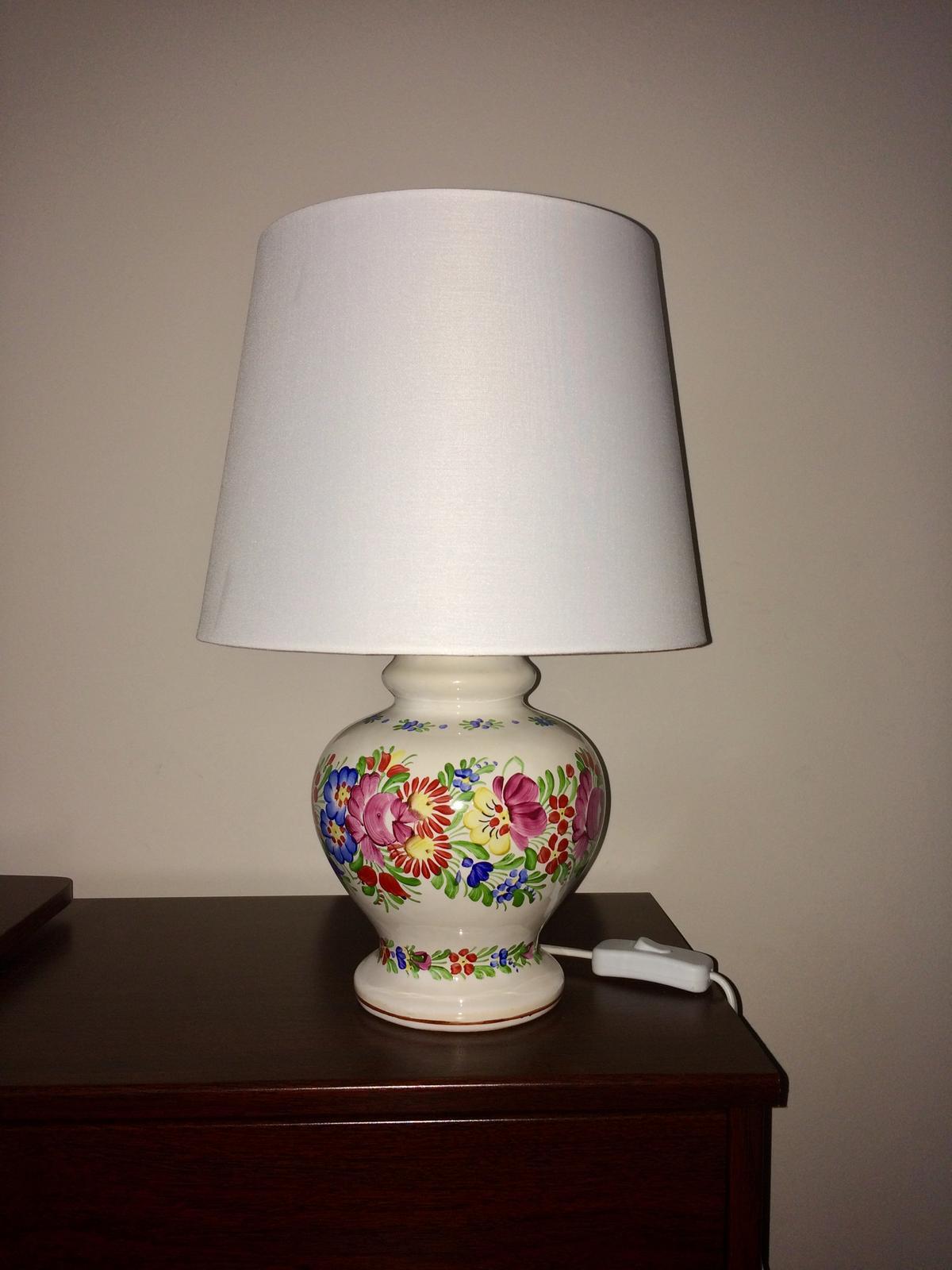 STEP  BY    S  T  E  P - A nové lampy aj do interiéru.