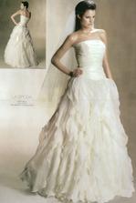 no a to najdôležitejšie: šaty - na modelke... (na mne ich môžete vidieť vo svadobnom albume :-)