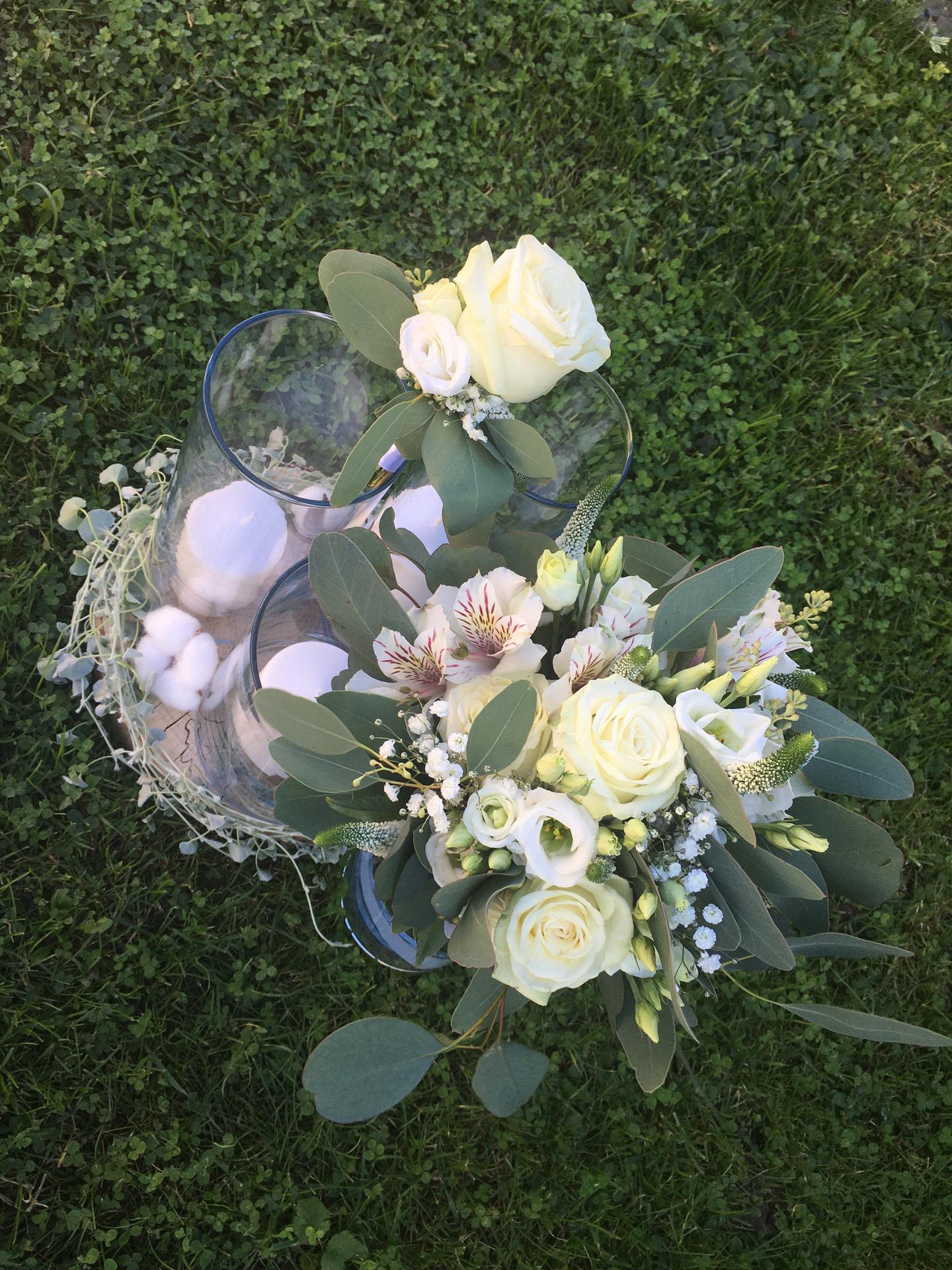 ♥️ Zuzana   {{_AND_}}   Dominik ♥️ - Moja svadobná kytica a pierko pre manžela 😍 a trošku výzdoby, ktorú sme mali mať v sále na stoloch 😍