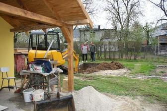 záhradný domček a prvý výkop :)