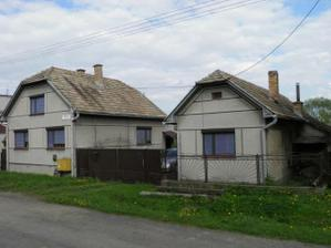 Povodný stav - predná čast domu s letnou kuchynkou