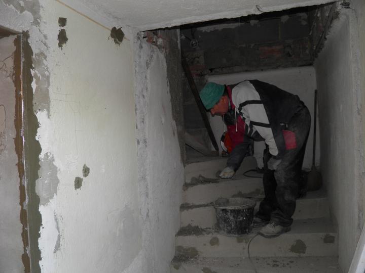 Náš domček, naša radosť a starosť ............... - a schody na poschodie