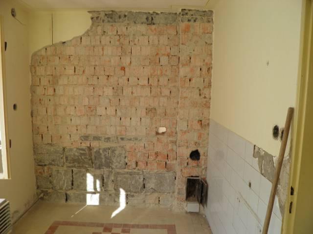 Náš domček, naša radosť a starosť ............... - tato priečka v kuchyni pojde celá dole aj s komínom