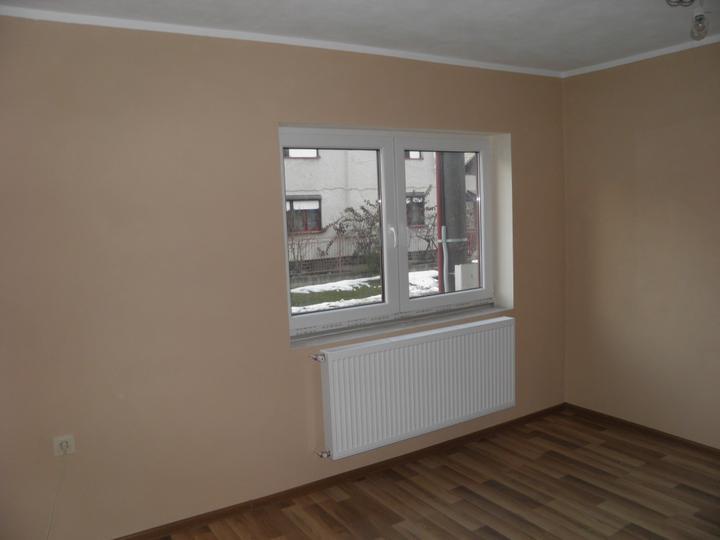 Náš domček, naša radosť a starosť ............... - obývačka s umytým oknom