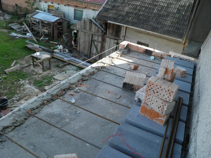Náš domček, naša radosť a starosť ............... - kedže platna v dome je o 20 cm vyššie tak to trebalo vyvýšiť