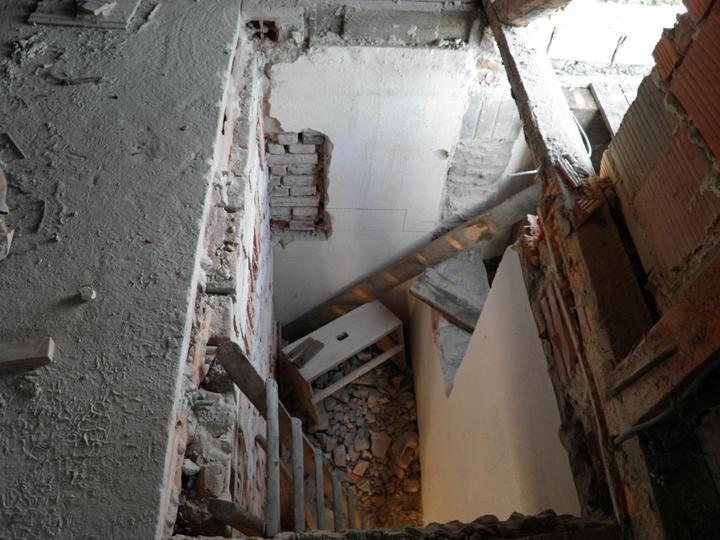 Náš domček, naša radosť a starosť ............... - otvor na schody