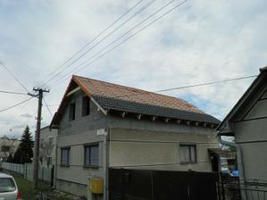 krytina sa pomaly dáva na strechu
