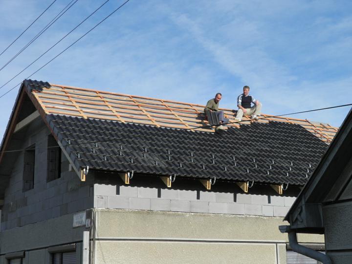 Náš domček, naša radosť a starosť ............... - chlapi mali pekne slnečno