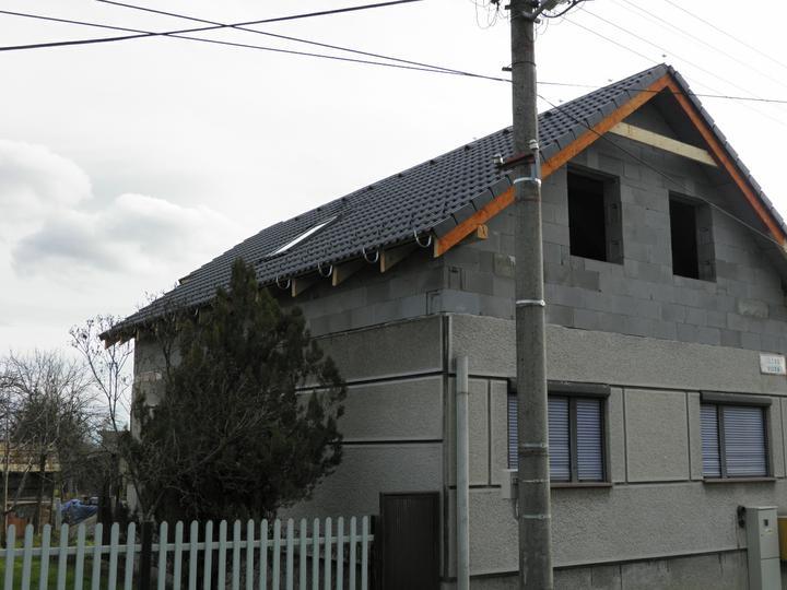 Náš domček, naša radosť a starosť ............... - tu už je osadené aj strešné okno