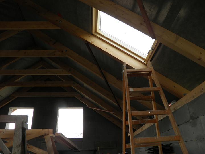 Náš domček, naša radosť a starosť ............... - strešné okno zvnútra
