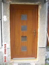 konečne máme vchodové dvere.......