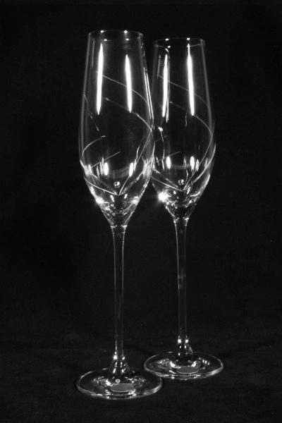 Realizácia mojich detských snov :D - svadobné poháre swarovski...už iba gravír chýba
