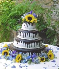 ten je skvělý - černobílá kombinace, jak jsem chtěla a oživený květinami