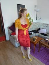 původní červené šaty zůstaly, jen teda budu celá podle barev svatby a kytice - žluto-červená
