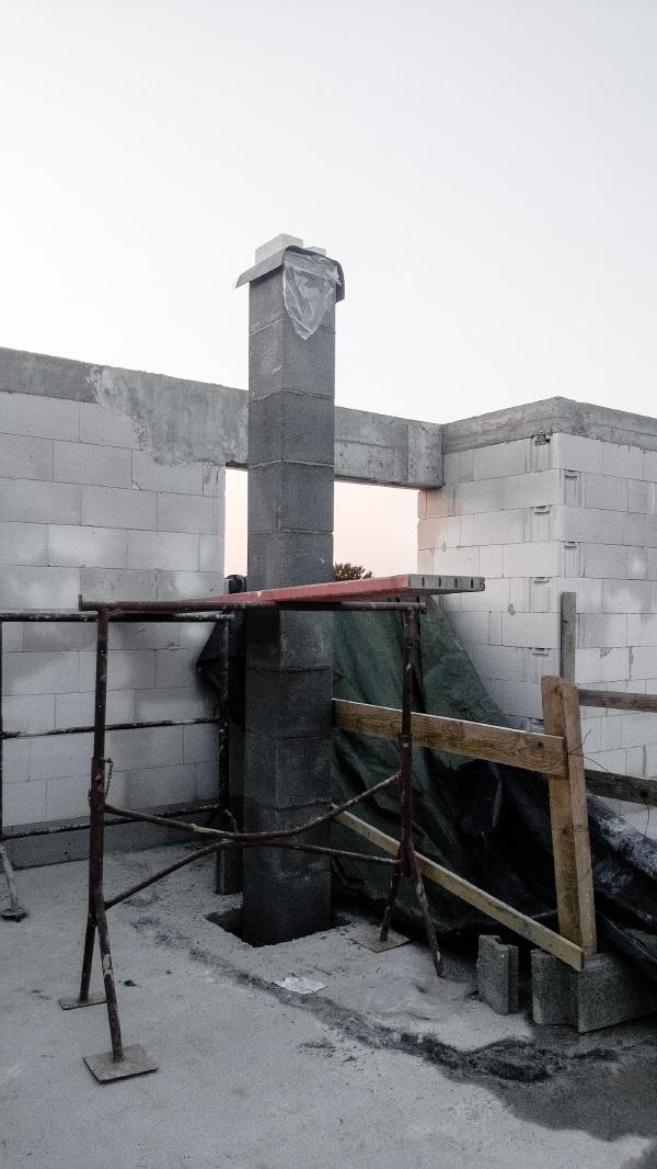 Realizácia rodinného domu pavari - Pokračovanie komína na poschodí